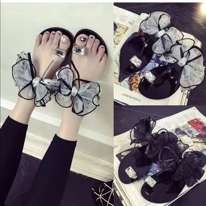 Bow sandals!!! New without tag